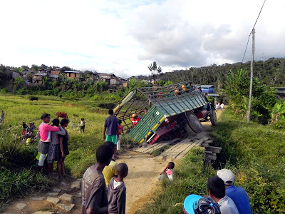 Andasibe broken bridge